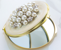 Pearl Compact Mirror in Velvet Pouch